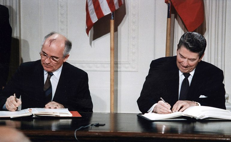 Reagan_and_Gorbachev_signing_INF_Treaty
